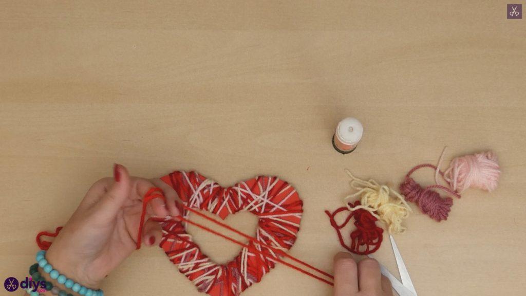 Coeur de papier enveloppé de fil de bricolage étape 7a