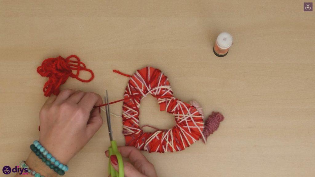 Coeur de papier enveloppé de fil de bricolage étape 6b