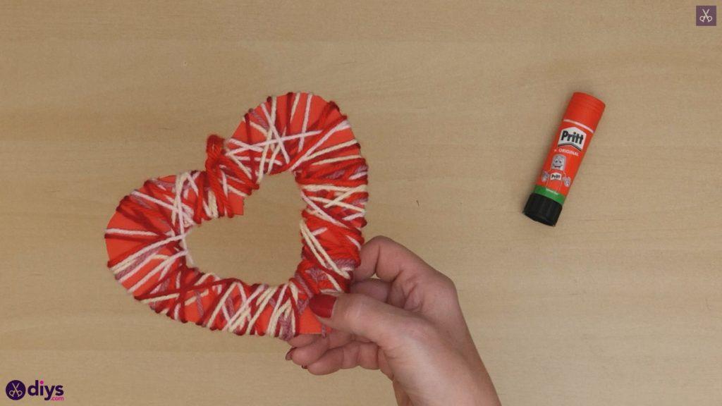 Coeur de papier enveloppé de fil de bricolage étape 7b