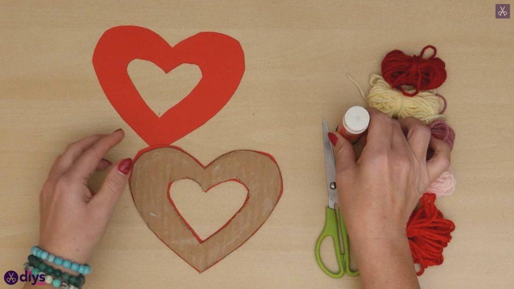 Coeur de papier enveloppé de fil de bricolage étape 4a