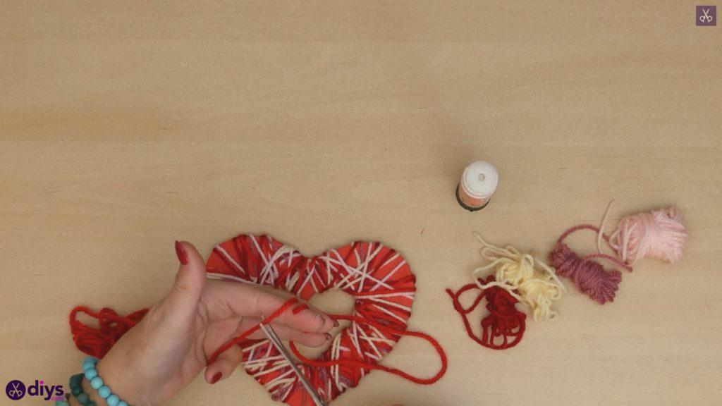 Coeur de papier enveloppé de fil de bricolage étape 7