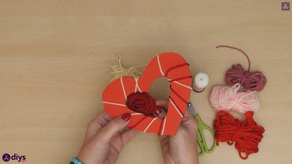 Coeur de papier enveloppé de fil de bricolage étape 6