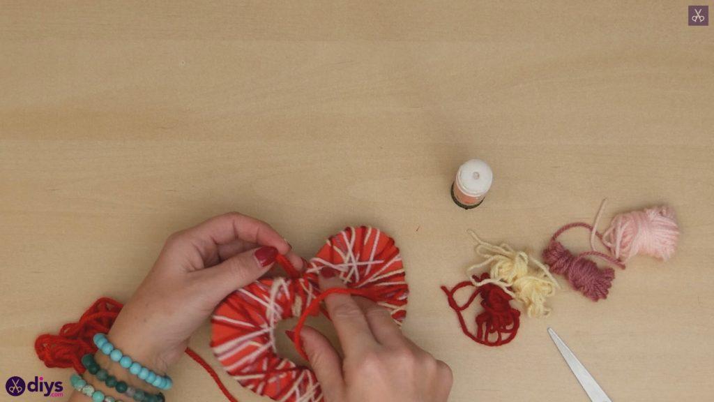 Coeur de papier enveloppé de fil de bricolage étape b