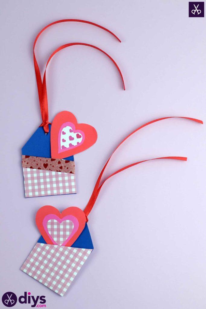Étiquettes cadeaux empochées bricolage colorées