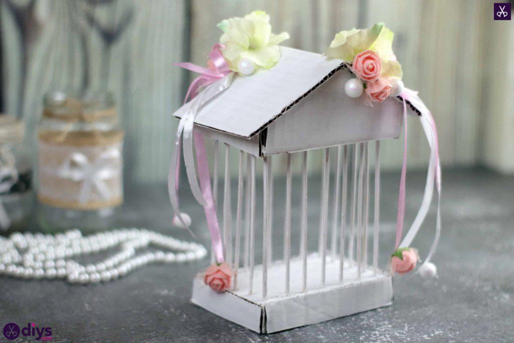 Carton de pièce maîtresse de cage miniature bricolage