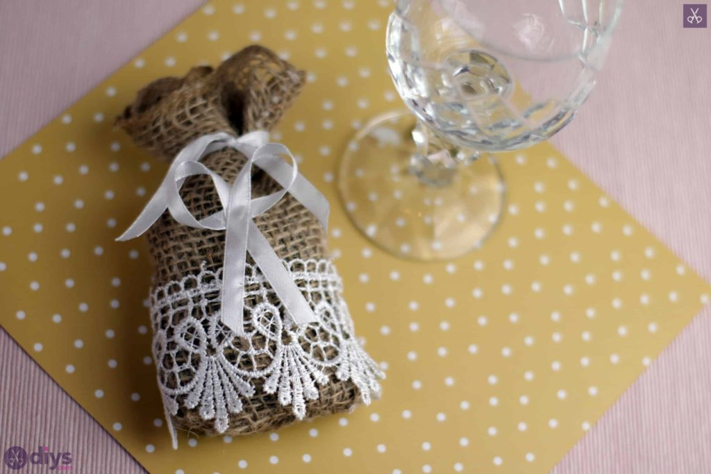 Accent de table de sac de faveur de mariage rustique bricolage