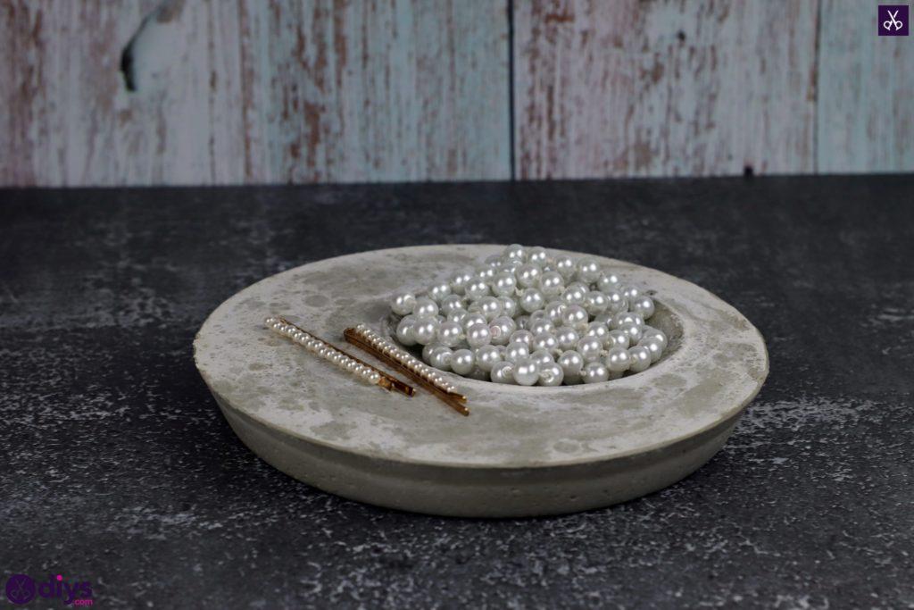 Projet de plat porte-bijoux en béton bricolage