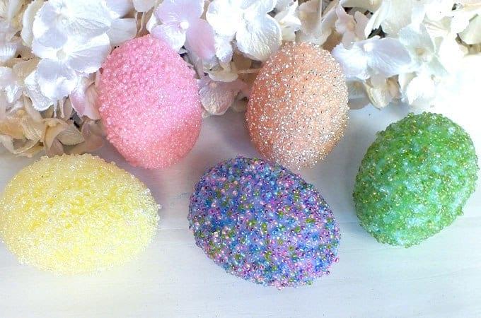 Oeufs de Pâques en perles