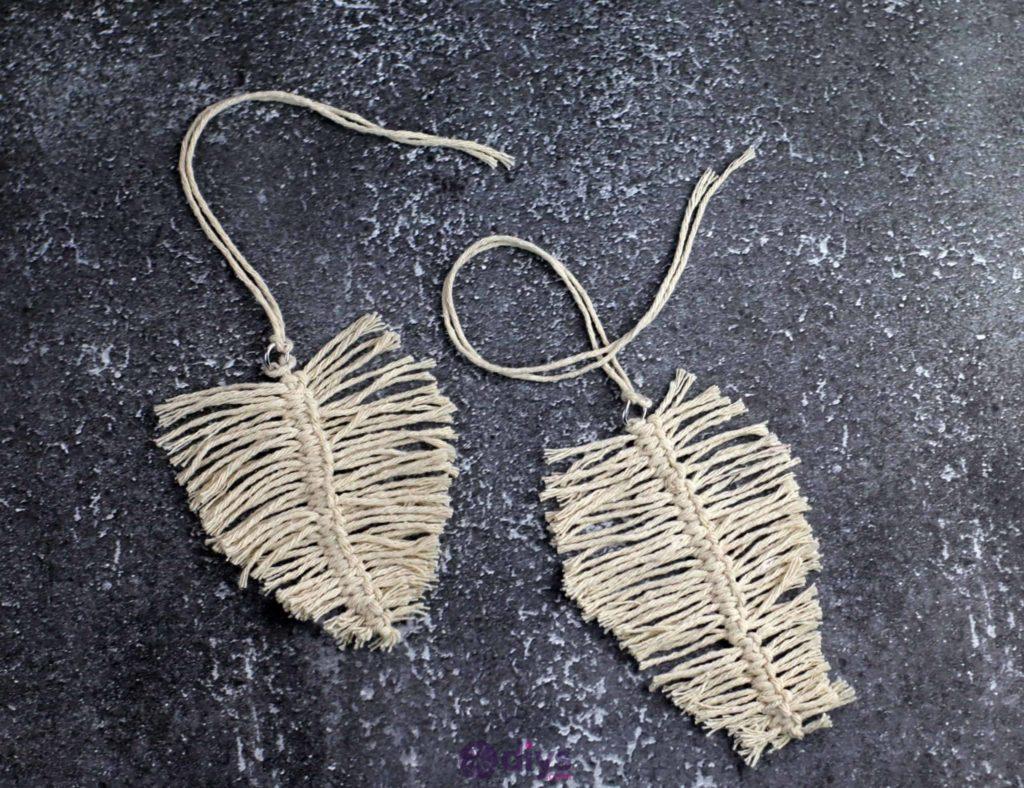 Fabrication artisanale de feuilles de jute suspendues