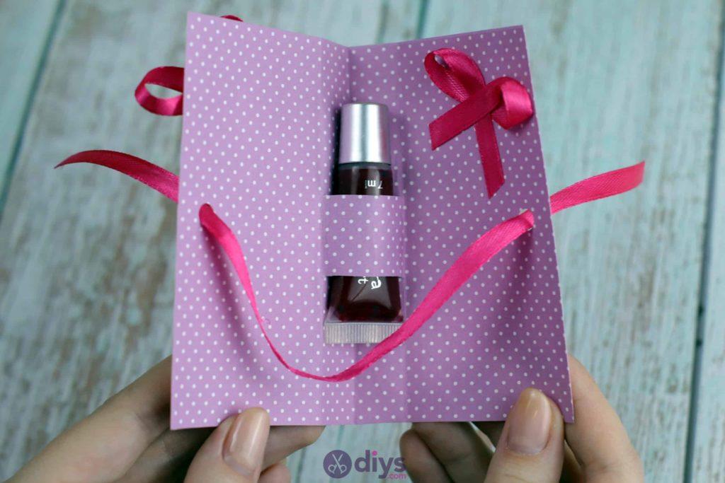 Ruban de carte cadeau bricolage rouge à lèvres