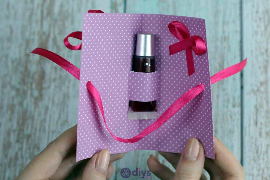 Carte cadeau bricolage rouge à lèvres simple