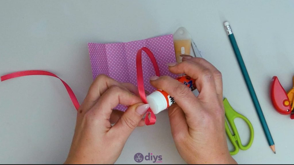 Carte cadeau bricolage rouge à lèvres étape 78