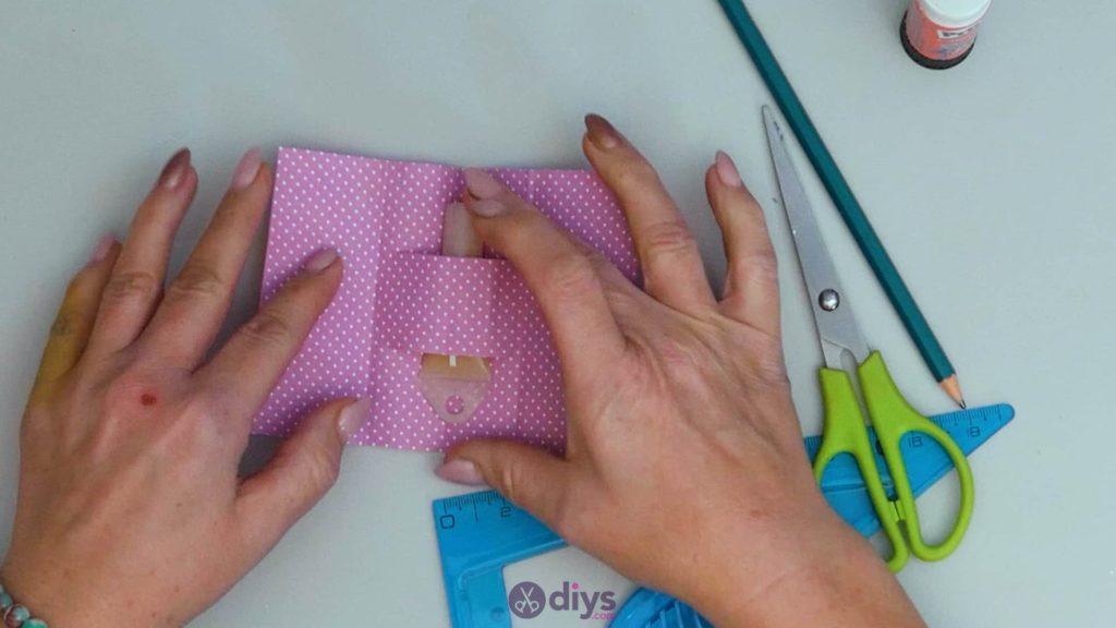 Carte-cadeau bricolage rouge à lèvres étape 7b