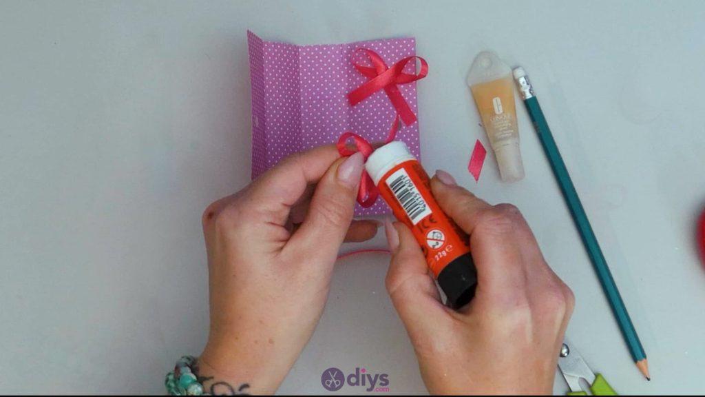 Carte cadeau bricolage rouge à lèvres étape 10