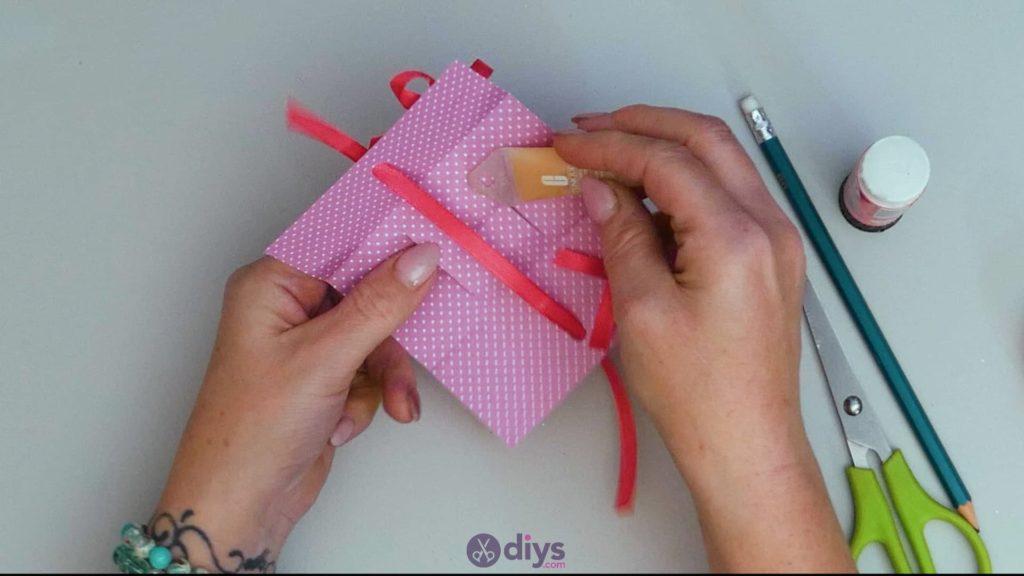 Carte cadeau bricolage rouge à lèvres étape 12
