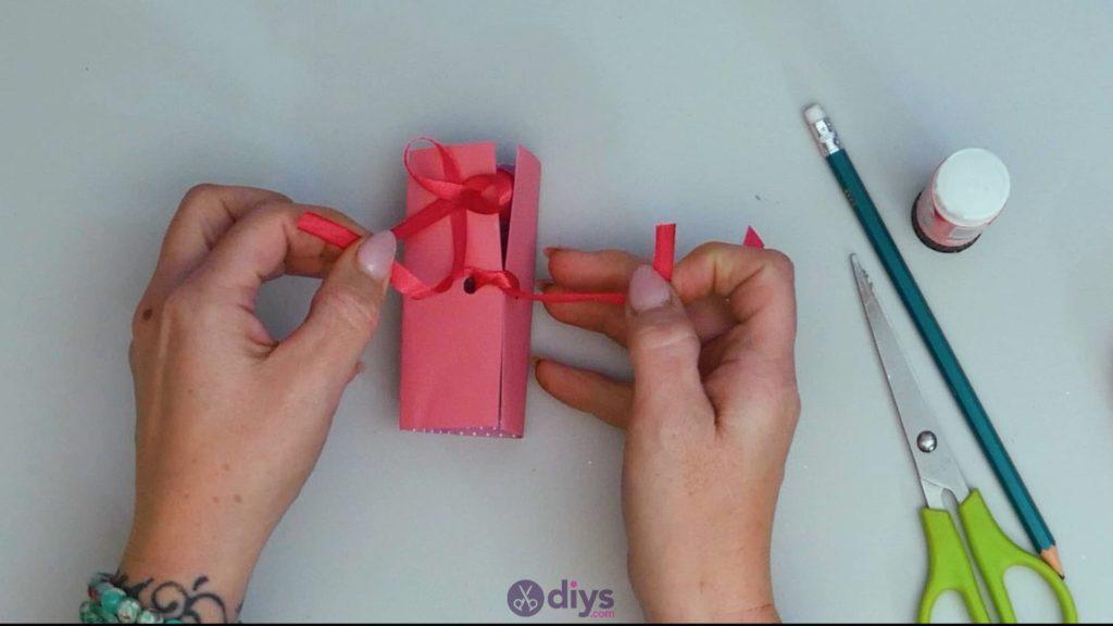 Carte cadeau bricolage rouge à lèvres étape 13