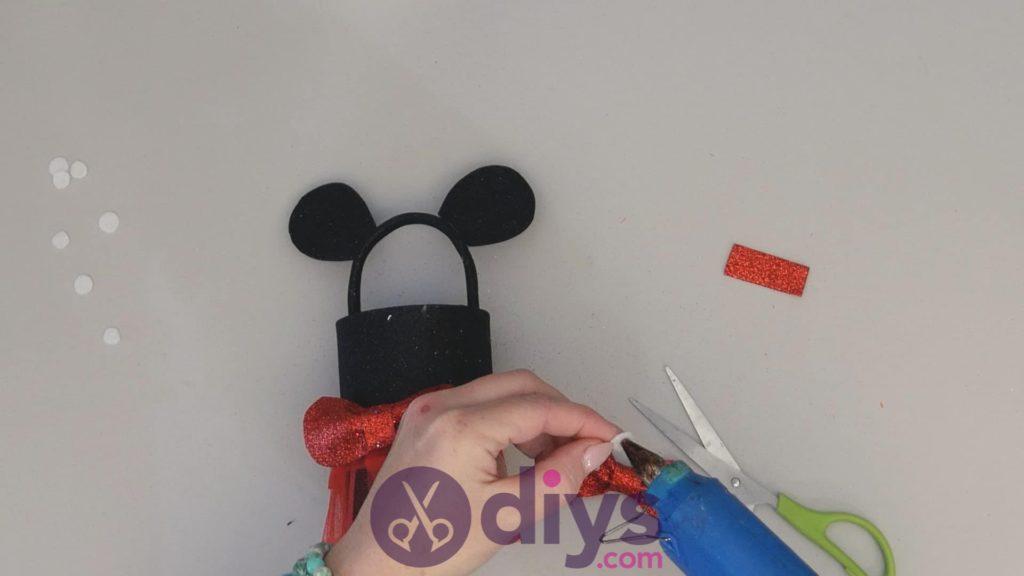 Boîte de conserve Minnie Mouse contenant l'étape 14a