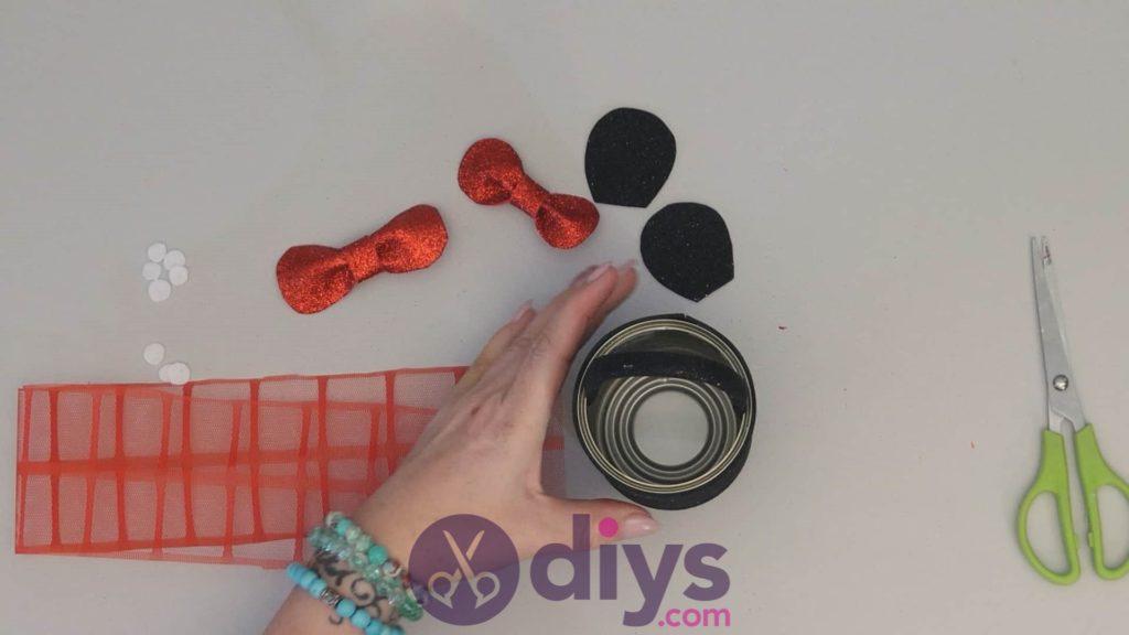 Boîte de conserve de Minnie Mouse contenant l'étape 9b