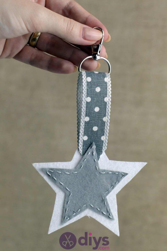 Bricolage feutre artisanal porte-clés étoiles