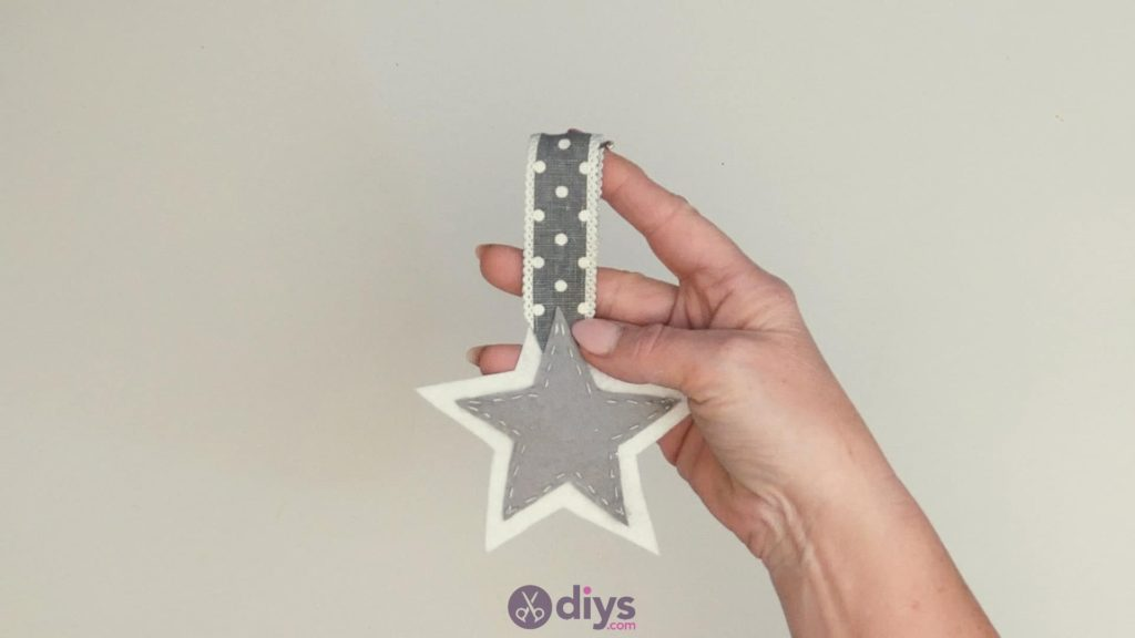 Porte-clés étoile en feutre bricolage étape 7b