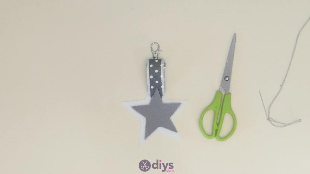 Porte-clés étoile en feutre bricolage étape 5