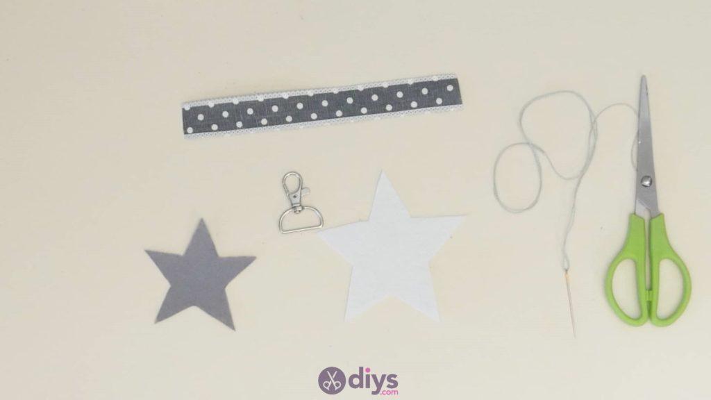 Porte-clés étoile en feutre bricolage étape 3c