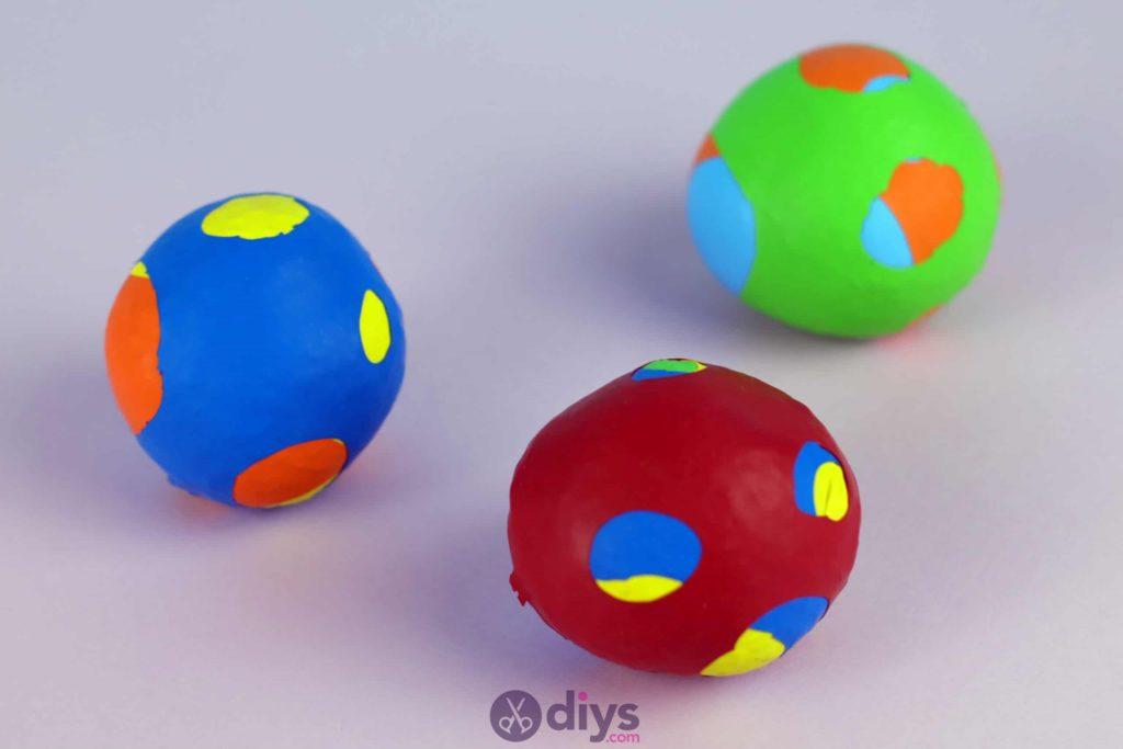 Bricolage balles de jonglage colorées
