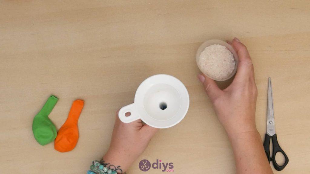 Balles de jonglage bricolage étape 2a