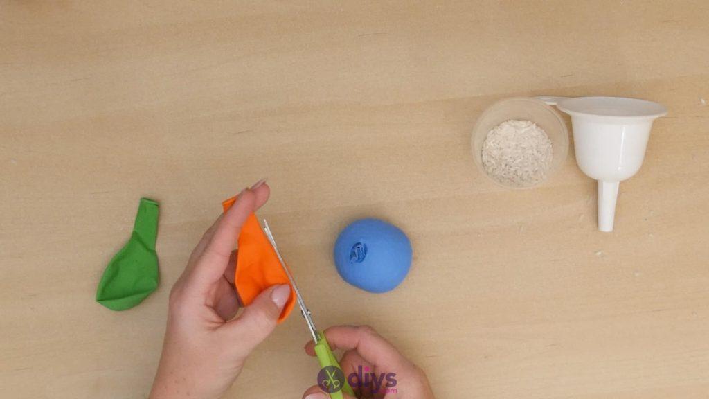 Balles de jonglage bricolage étape 4
