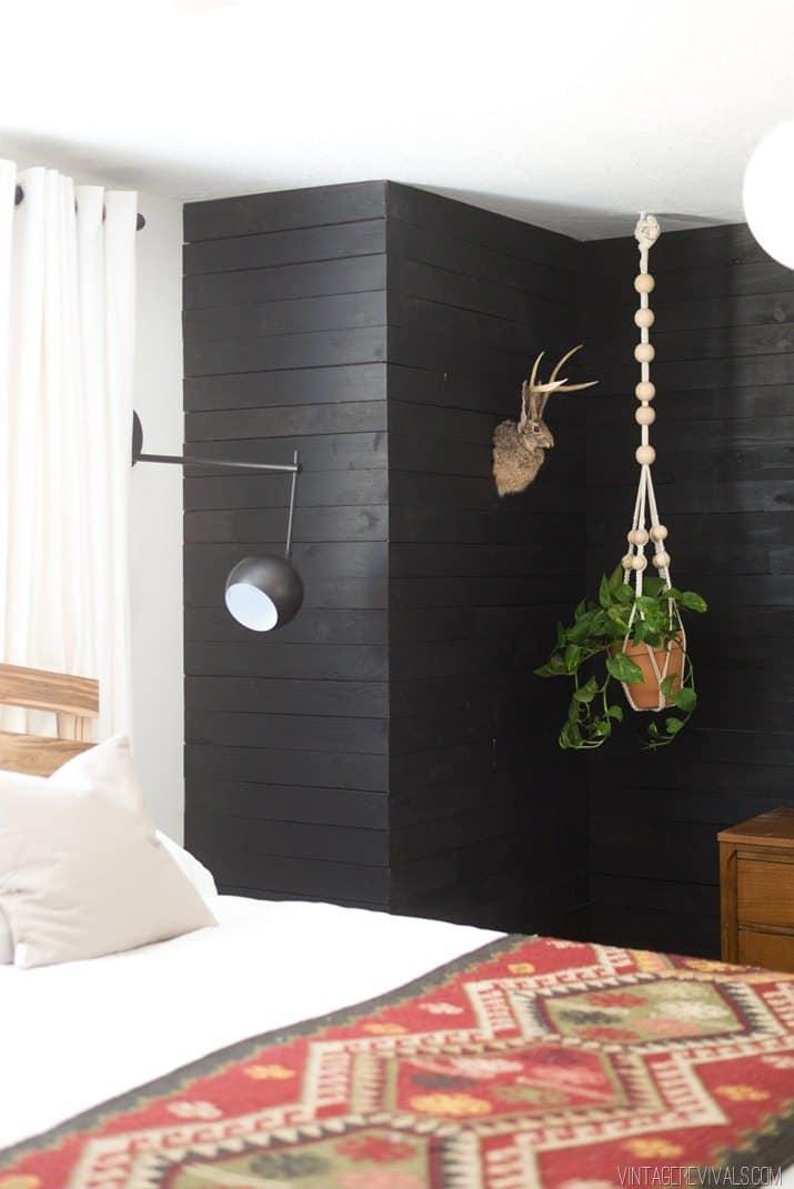 Mur de bricolage shiplap noir