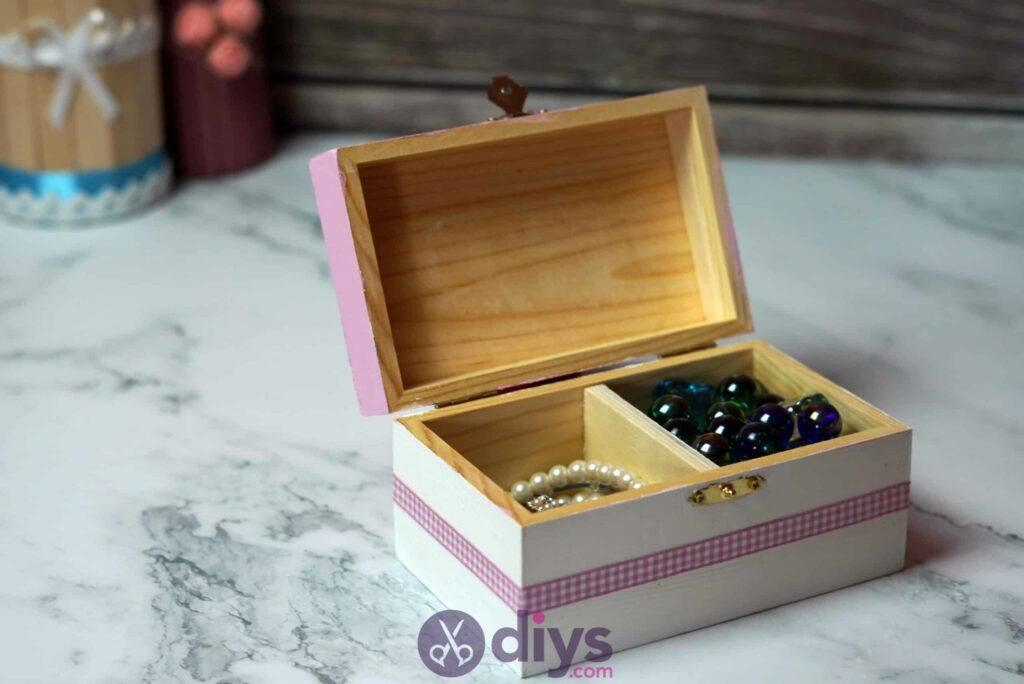 Découpage boîte à bijoux en bois bricolage