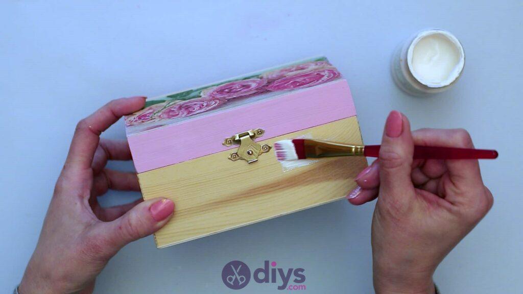 Découpage boîte à bijoux en bois étape 5