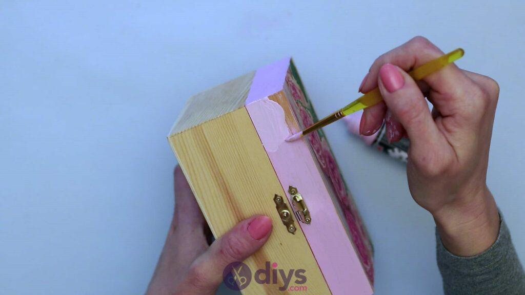 Découpage boîte à bijoux en bois étape 4b