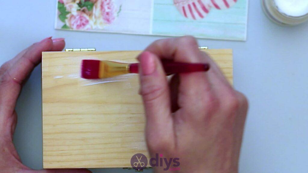 Découpage boîte à bijoux en bois étape 3a