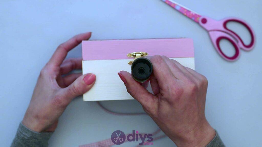 Découpage boîte à bijoux en bois étape 6