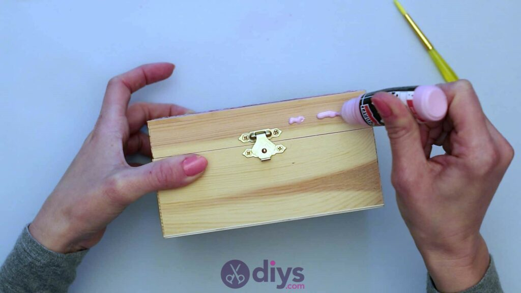 Découpage boîte à bijoux en bois étape 4