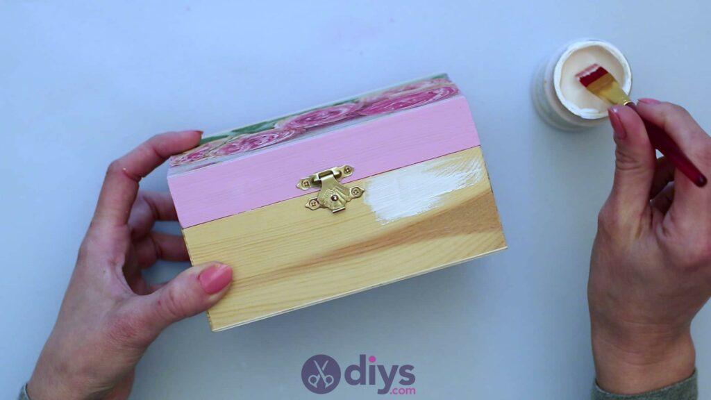 Découpage boîte à bijoux en bois étape 5a