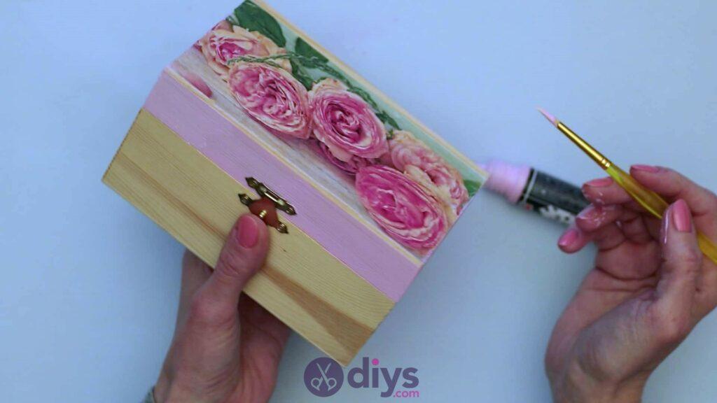 Découpage boîte à bijoux en bois étape 4c