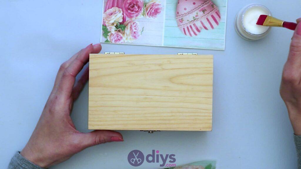 Découpage boîte à bijoux en bois étape 3