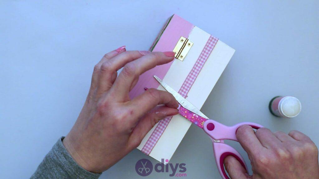 Découpage boîte à bijoux en bois étape 6e
