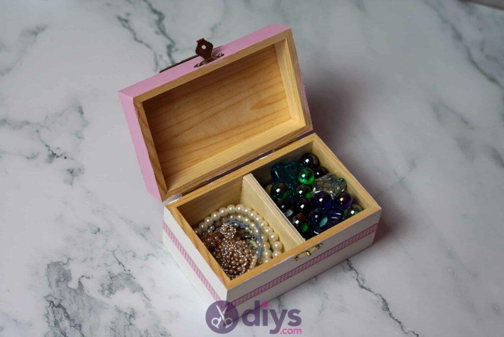 Découpage boîte à bijoux en bois étape 6k