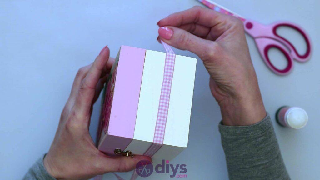 Découpage boîte à bijoux en bois étape 6c