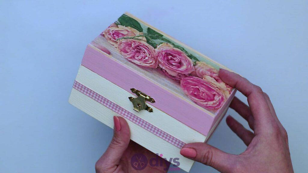 Découpage boîte à bijoux en bois étape 6j