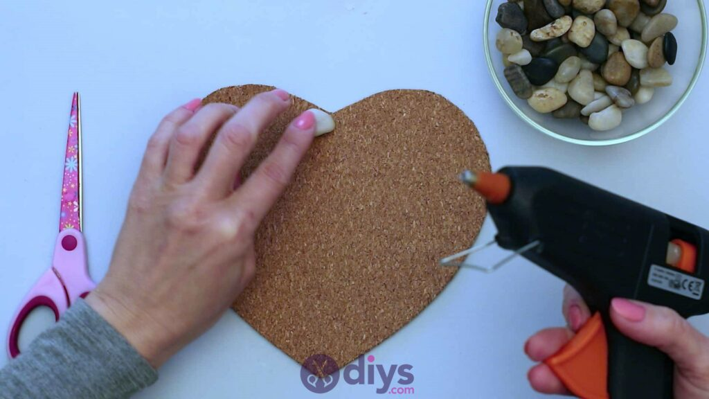 Sous-plaque de galets en forme de coeur étape 3a