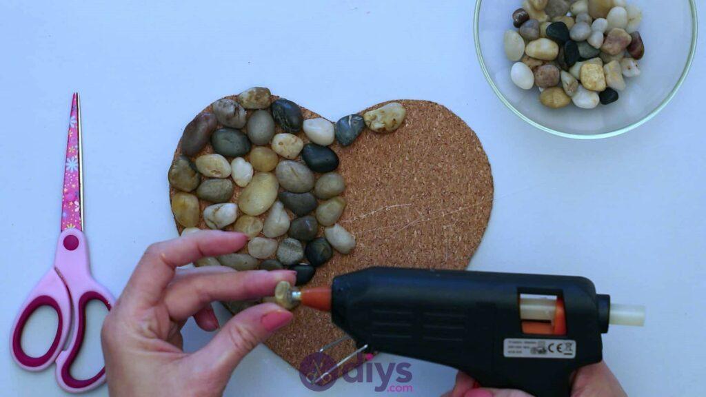 Sous-plaque de galets en forme de coeur étape 3k