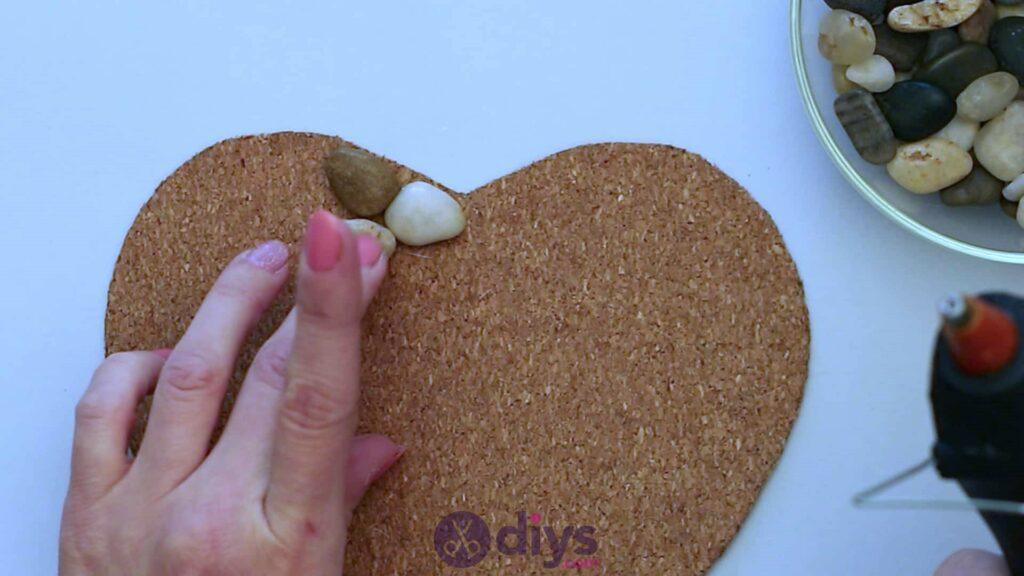 Sous-plaque de galets en forme de coeur étape 3d