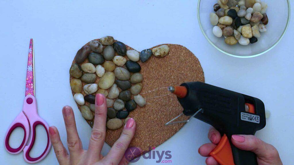 Sous-plaque de galets en forme de coeur étape 3l