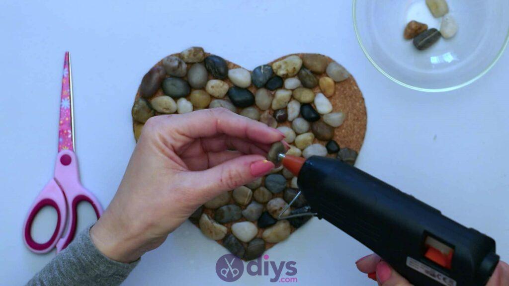 Sous-plaque de galets en forme de coeur étape 3o
