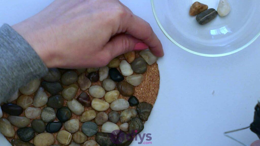Sous-plaque de galets en forme de coeur étape 3p