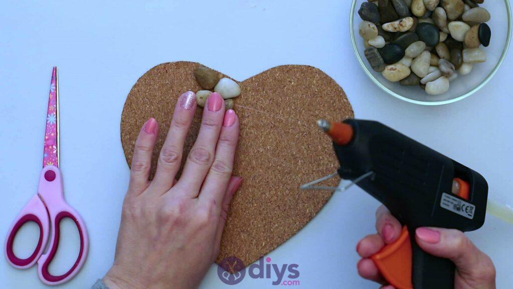 Sous-plaque de galets en forme de coeur étape 3f